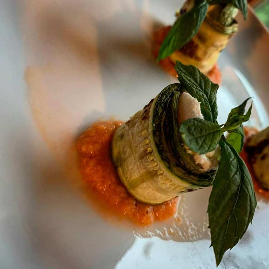 Massi Lo Sà, L'Angolo Goloso di Elisabetta: Involtini di zucchine su coulis dipomodoro