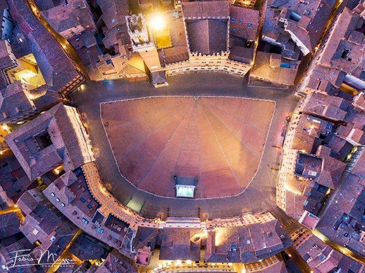 Siena: Oggi 11/07 Bellissima visuale di Piazza delCampo