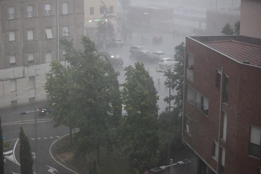 Toscana: Codice giallo per temporali dal pomeriggio di giovedì 23 alle 20 di venerdì 24luglio