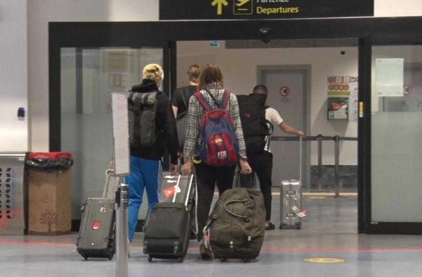 Italia: Milanesi in fuga per le vacanze di Pasqua: corsa al check-in, 2.500 in volo verso Baleari eCanarie