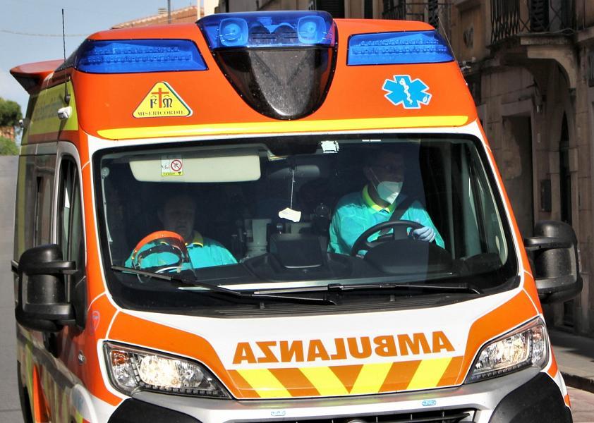 Toscana: Anziana intossicata dal fumo nella casa infiamme
