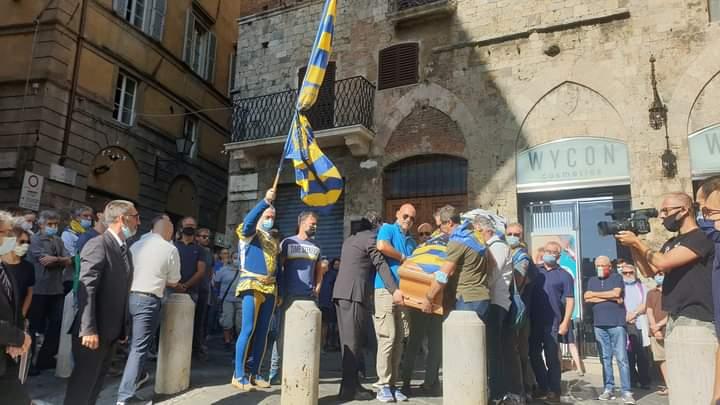 """Siena: Oggi 13/08 si è svolto il funerale dell'amico """"Colonnino"""""""