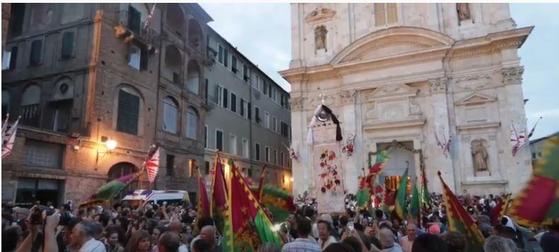 Palio di Siena: Vince il Palio di Luglio 2018 la Contrada del Drago#PalioLive