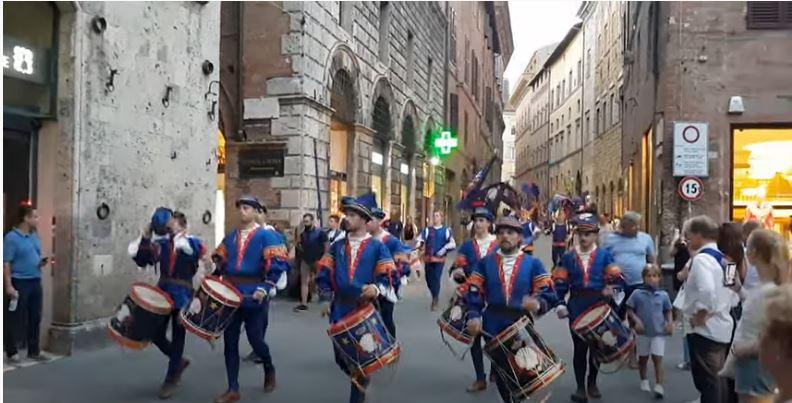 Siena, Contrada del Nicchio: Video rientro Comparsa dal Giro di Onoronze alle Consorelle2019
