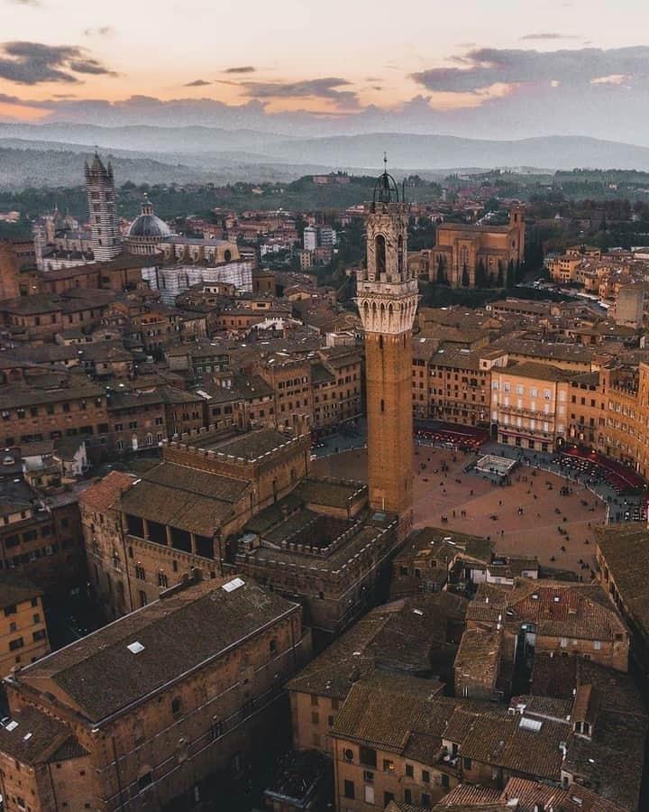 """Siena: Un centro storico più pulito grazie ai giovani senesi dell'Interact Club. """"Mappatura dei graffiti 2018-2019"""" consegnata alComune"""