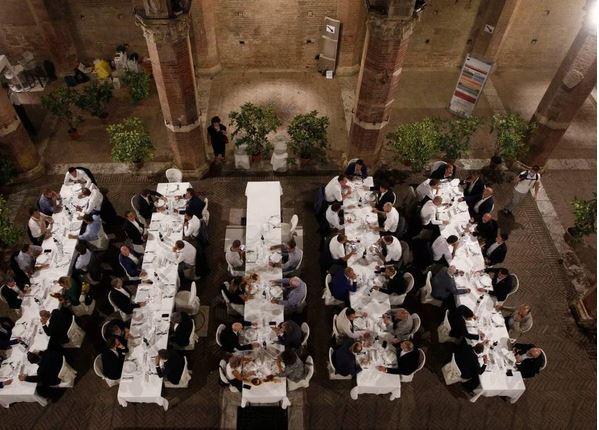 Palio di Siena, Gazzetta di Siena: Squilli la Fe' – Ep. 12 Cena deiMangini
