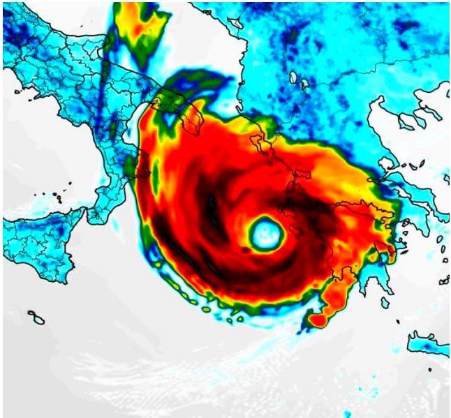 italia, Meteo: Un MEDICANE, Uragano Mediterraneo, è attivo sul mar Jonio. Ecco la nuova TRAIETTORIA ed EFFETTI sull'talia