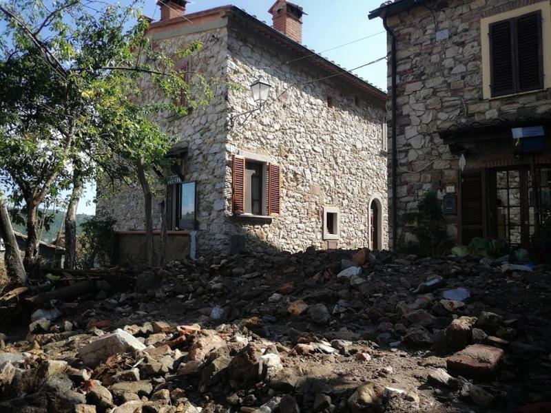 Toscana: Il paese travolto da una valanga di fango esassi
