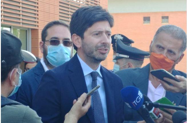 """Siena, Ministro Speranza in visita a TLS: """"Orgoglioso del lavoro svolto dairicercatori"""""""