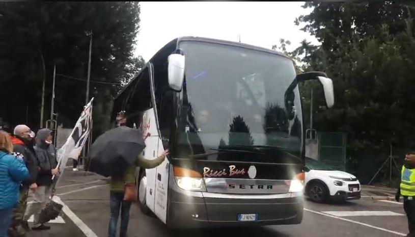 Siena, ACN Siena 1904: Oggi 27/09 Il saluto dei tifosi alla squadra all'uscita dellostadio