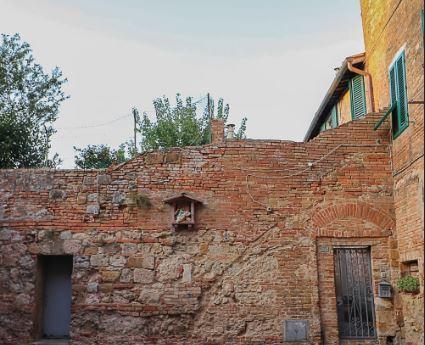 Siena, Nicoló, Duccio e il senso delle cose: Rifugiarsi inCastelvecchio