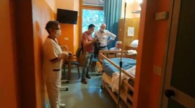 """Siena: Oggi 01/09 """"Cerimonia di consegna dei due letti con alzata elettricizzata donati dalla Congrega La Paglietta della contrada della Torre alCampansi"""