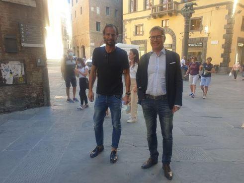 Siena, ACN Siena 1904: Oggi 04/09 Alberto Gilardino di nuovo a Siena, fotografato con il Sindaco DeMossi