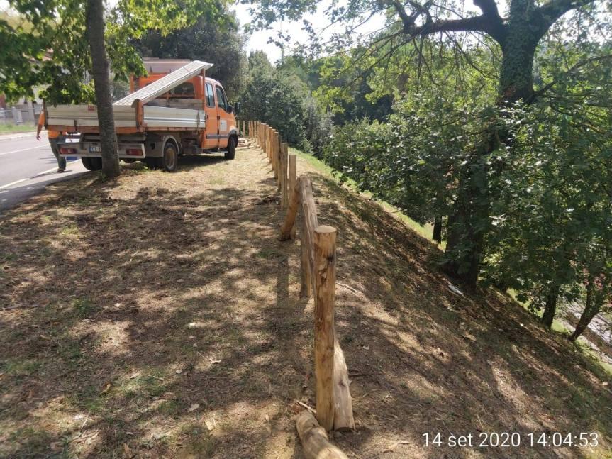 Siena: Oggi 15/09 sostituita staccionata in legno all'angolo fra Via Pisacane e VialeMameli