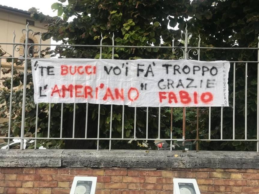 Siena: Alcuni tifosi espongono sttiscione fuori dallo Stadio Franchi in onore di FabioCiani