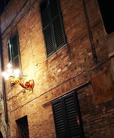Siena, C'è il via libera: In via eccezionale i braccialetti delle Contrade illumineranno il Natale diSiena