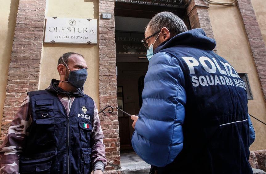 Siena: Ubriaco molesta le persone al centro commerciale, interviene laPolizia