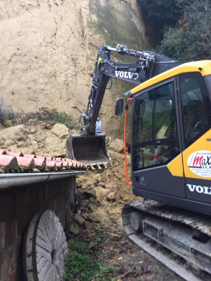 Siena, frana Fotntebranda: Oggi 12/11 sono iniziate le operazioni di rimozione del materiale crollato accumulato alla base dellascarpata