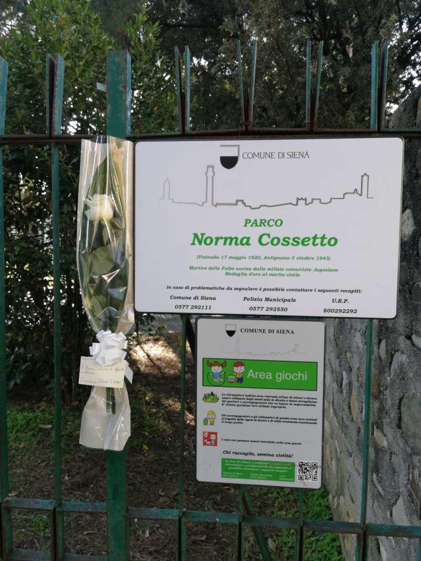 Siena, Circolo culturale Il Selvaggio: Deposta una rosa bianca per al Parco intitolato a NormaCossetto