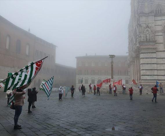 """Siena, Sciopero lavoratori multiservizi: """"Noi una categoria dimenticata. Siamo gliinvisibili"""""""