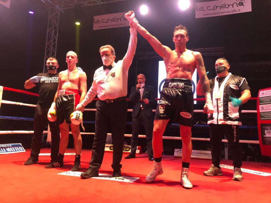 Boxe: Il senese SIMONE BICCHI trionfa a Fondi (LT), sconfitto il serbo Nikola Mancic (VIDEOCOMPLETO)