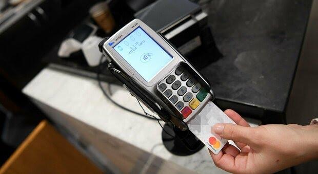 Italia: Cashback beffa, il bonus cala da 150 a 35 euro. E va scalato il costo degli sms (che nessunodice)