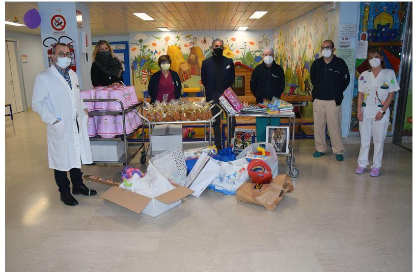 Siena: Il gruppo piccoli della Contrada della Pantera porta i doni di Natale ai pazienti del Dipartimento della Donna e deiBambini