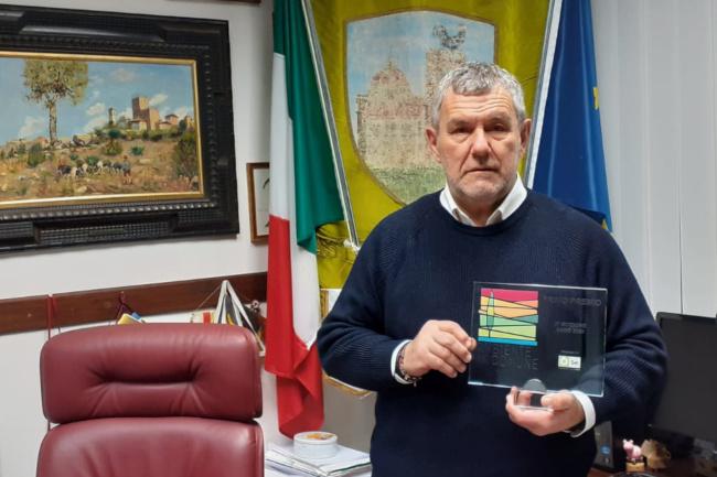 Provincia di Siena, Castellina in Chianti: Il sindaco ringrazia i Carabinieri per il recupero dei pc rubati nellascuola