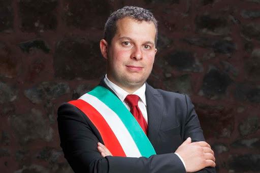 """Provincia di Siena, Radicofani, polemica sui cubi di cemento, il sindaco: """"Sonoprovvisori"""""""