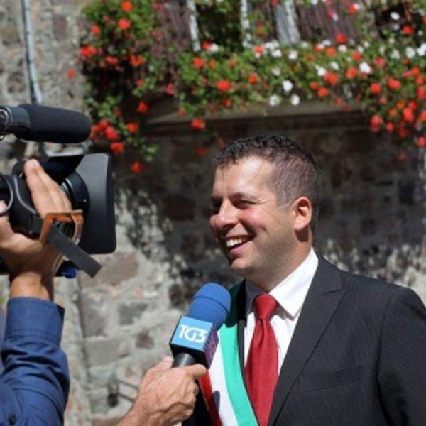"""provincia di Siena, Radicofani, sindaco Fabbrizzi: """"L'inutile polemica sui cubi di cemento, sono provvisori"""""""