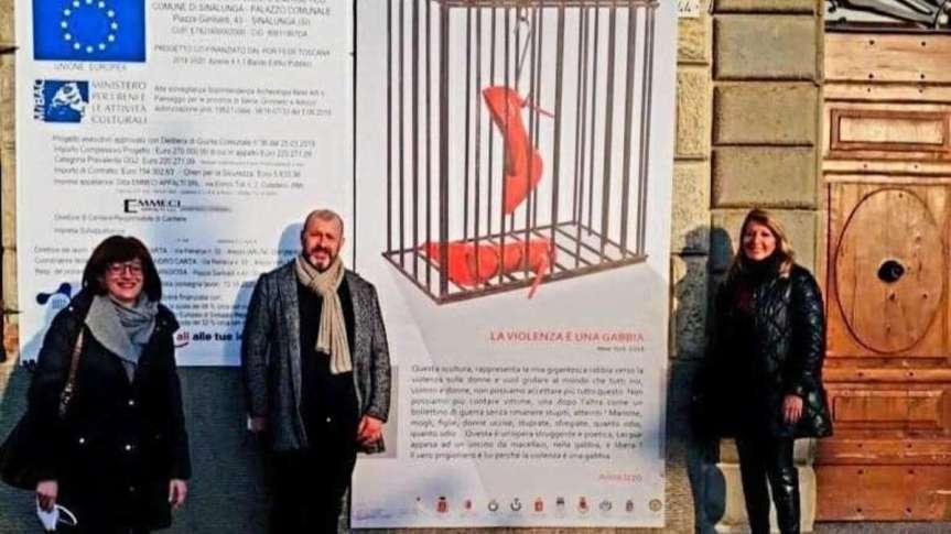 """Siena e Provincia: """"La violenza è una gabbia"""" l'opera di Anna Izzo prosegue la staffetta neicomuni"""