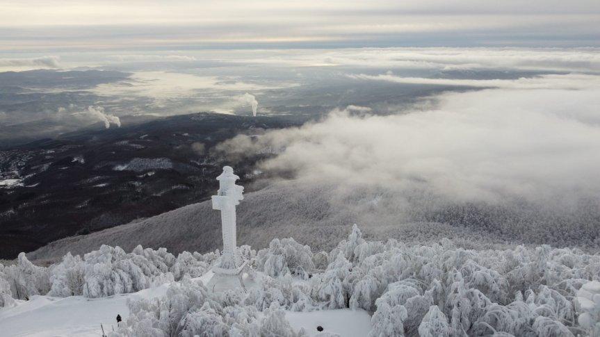 Provincia di Siena: Monte Amiata avvolto da 2 metri di neve: lo spettacolo della vetta visto daldrone