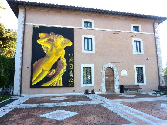 Provincia di Siena: Il Museo archeologico ha riaperto ibattenti