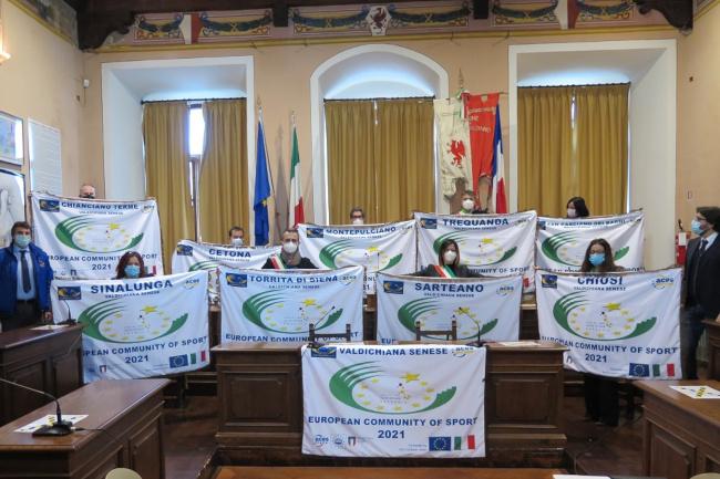Provincia di Siena: Aces Italia ha consegnato ai Comuni della Valdichiana senese le bandiere di Comunità Europea dello Sport2021