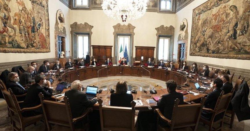 Italia, Draghi al primo Cdm: sarà un governo ambientalista. Vaccini, Recovery, licenziamenti: La partenzachoc