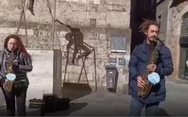 Siena: Omaggio a San Valentino nel primo giorno in zonaarancione