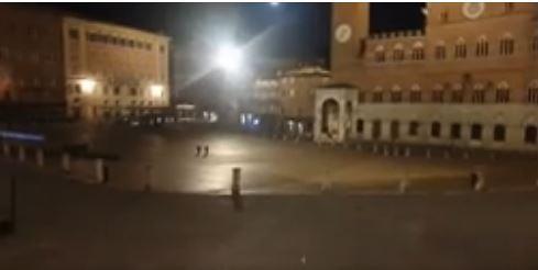Siena: Oggi 27/02 Zona Rossa, Piazza del Campovuota