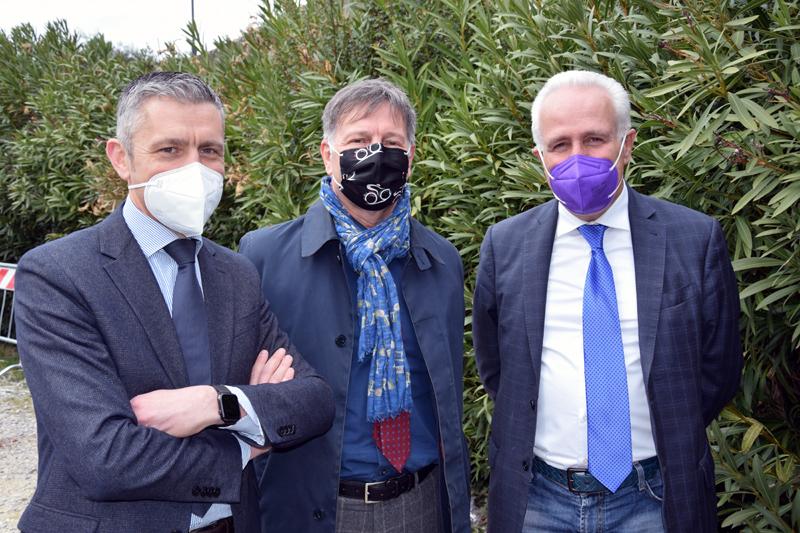 Siena, Il Presidente Eugenio Giani in visita all'ospedale: «La direzione aziendale sta svolgendo un grande lavoro. In prima linea contro il Covid ma la Toscana stareggendo»
