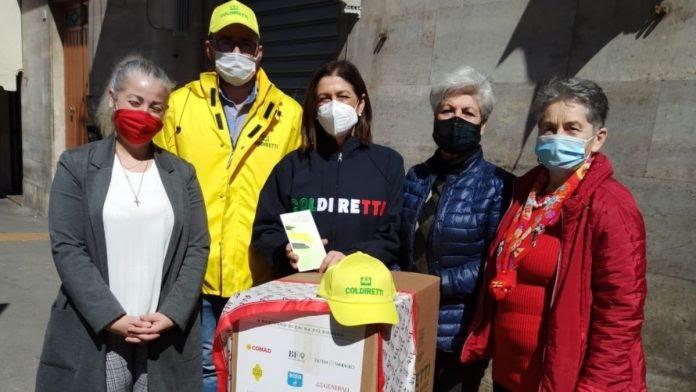 Siena: Pacchi alimentari ai bisognosi, preziosa donazione di Coldiretti a AIL Siena –Grosseto