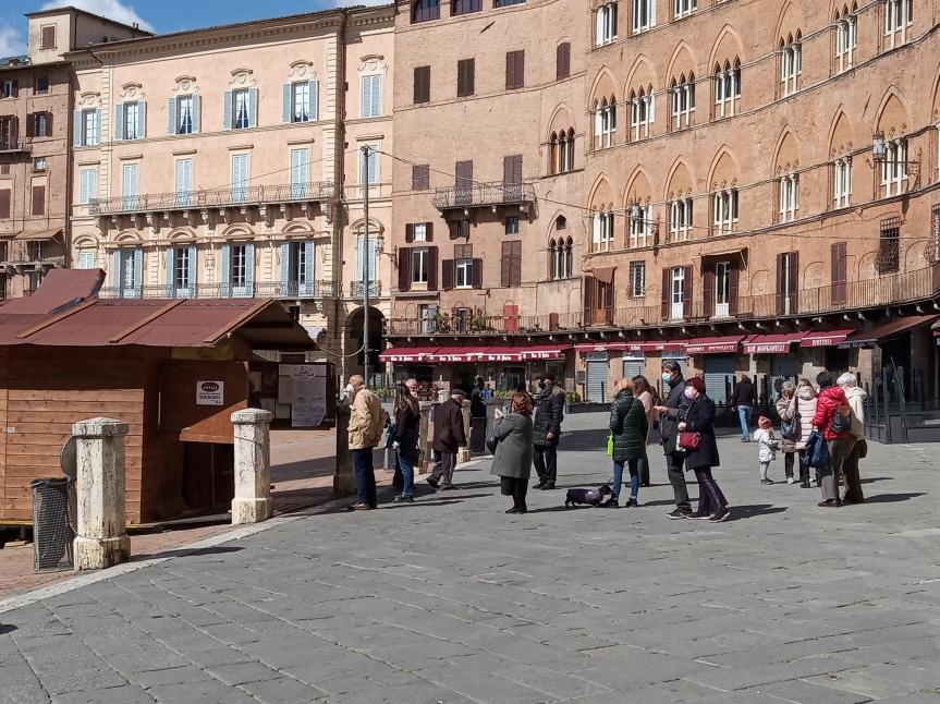 """Siena, Ultime ore della stagione 2021 delle frittelle: """"Speriamo di aver portato sorrisi edolcezza"""""""