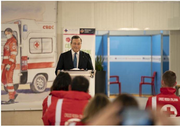 Italia: Visita di Draghi al centro vaccinale anti Covid dell'aeroporto diFiumicino