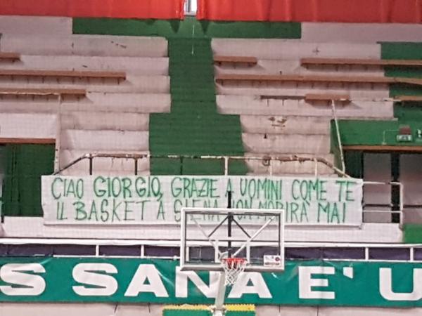 Siena: Striscione dei tifosi della Mens Sana per GiorgioBrenci