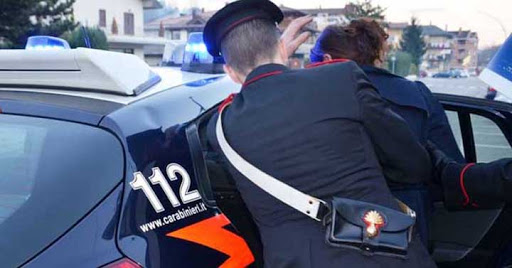 Provincia di Siena, Non paga il biglietto, tenta la fuga e aggredisce un Carabiniere:Arrestata