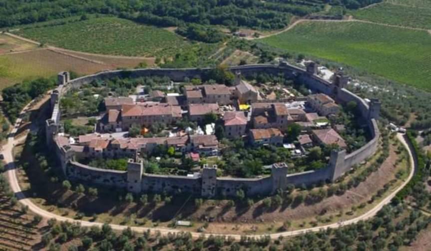 Provincia di Siena, Monteriggioni: In occasione delle celebrazioni dantesche, l'attuale piazza Roma verrà intitolata a DanteAlighieri