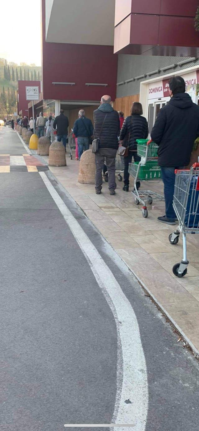 Siena: Oggi 03/04 lunghe file alla Coop delle Grondaie per fare la spesa, armatevi di tantapazienza