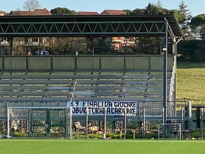 Siena, Acn Siena: Oggi 09/04 i tifosi della Guasparri piazzqno uno striscione al campoallenamento