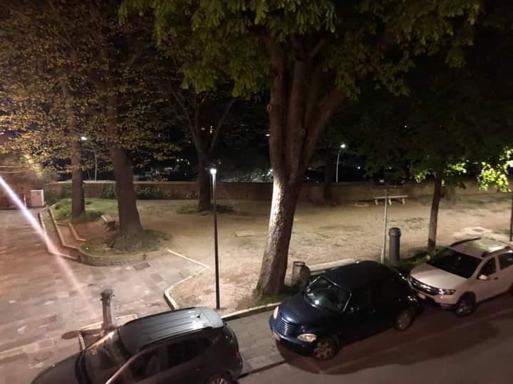 Siena: Oggi 14/04 Sistemata l'illuminazione ai giardini del Mercatino Rionale diCamollia