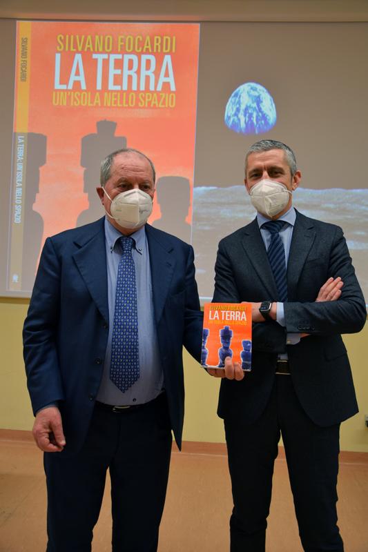 """Siena, """"Earth day"""", da """"Agorà Aou Senese"""" il messaggio del professor Focardi: «Consumo esagerato delle risorse del pianeta. Lo sviluppo sostenibile indispensabile per le generazionifuture»"""