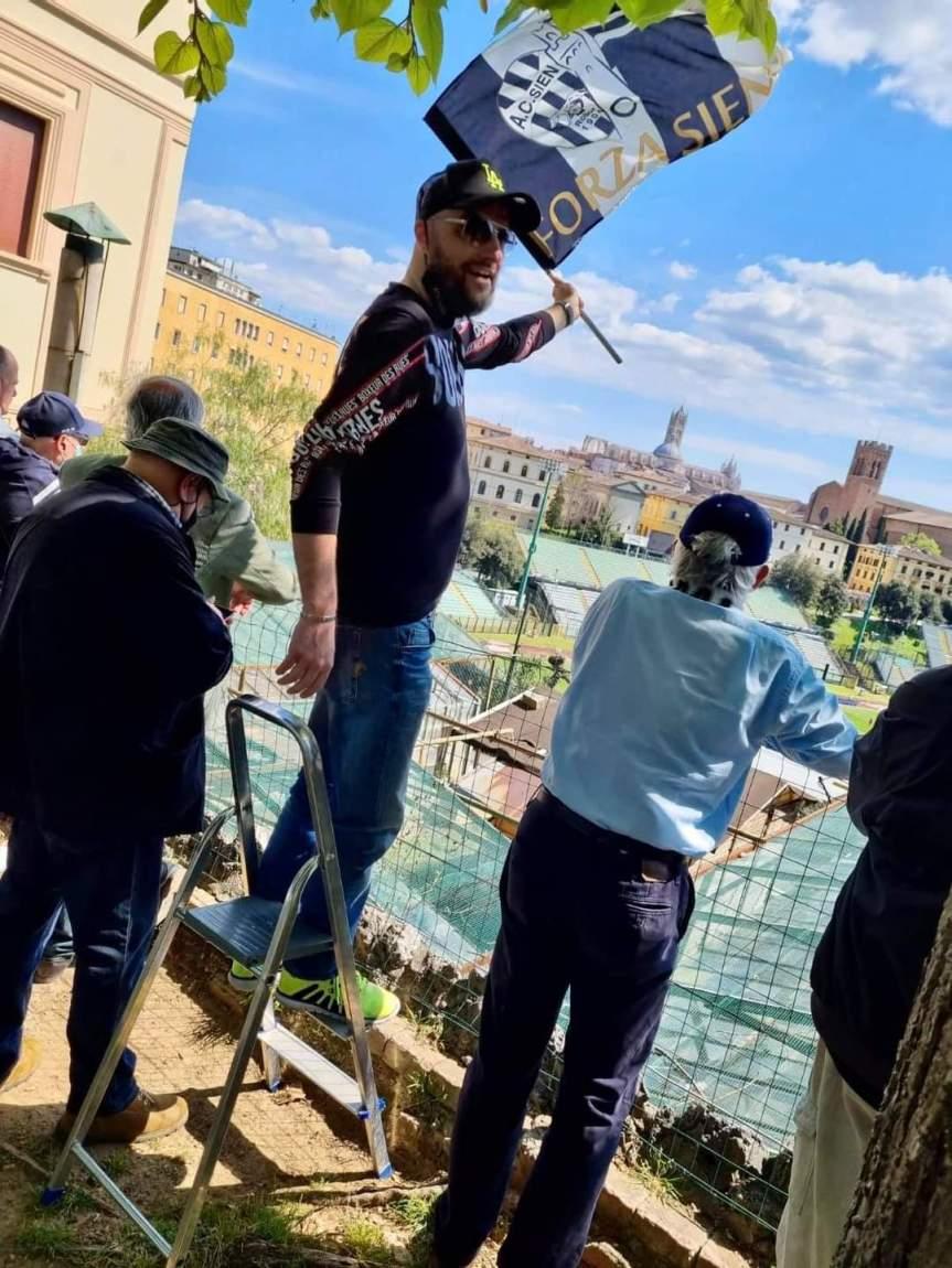 Siena, Acn Siena, Covid e stadi chiusi non fermano la passione per la Robur: Michele Corbini e il tifo sulloscaleo