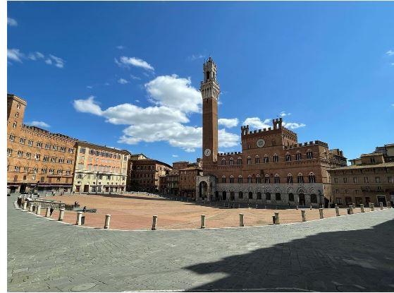 Siena: Arrivano i turisti in mountain bike, ma la Piazza è off limits per le dueruote
